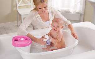 چگونه نوزاد خود را حمام کنیم؟